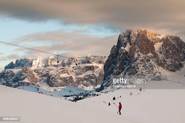 Paisible scène d'hiver des Dolomites