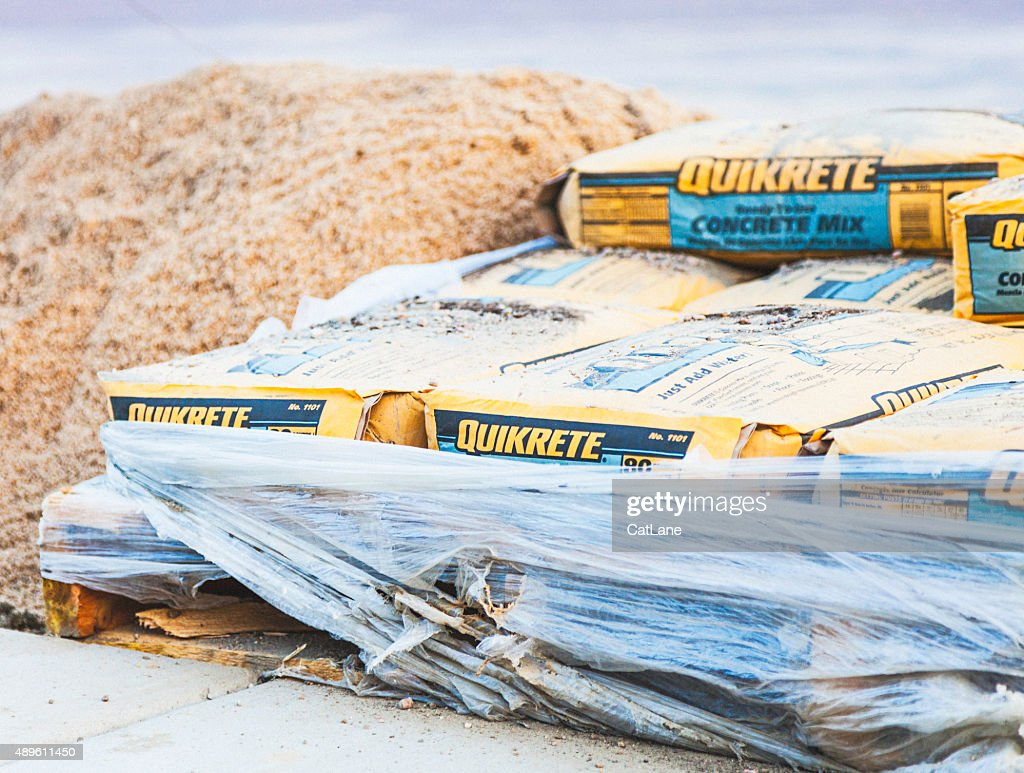 Quikrete Concrete Cement Mix For Landscaping Project Stock