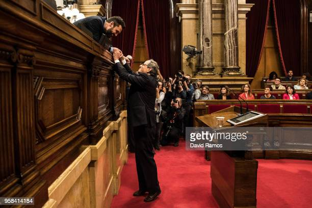 Quim Torra shakes hands with the President of the Parliament of Catalonia Roger Torrent after being elected as the new President of Catalonia during...