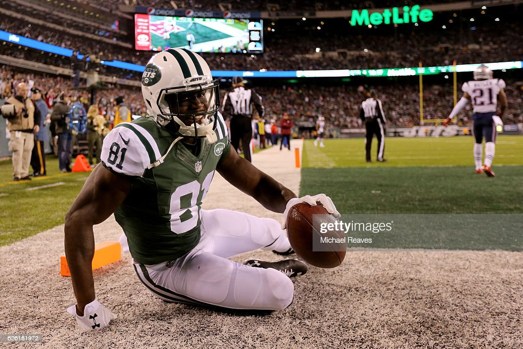 Quincy Enunwa #81 of the New York Jets celebrates after scoring a touchdown against the New York Jets during the fourth quarter in the game at MetLife Stadium on November 27, 2016 in East Rutherford, New Jersey.