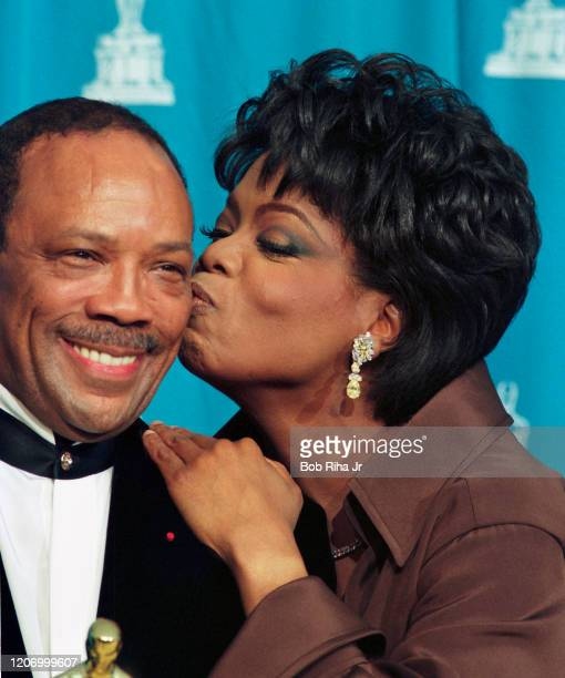 Quincy Jones and Oprah Winfrey backstage at the Shrine Auditorium during the 67th Annual Academy Awards, March 27,1995 in Los Angeles, California.