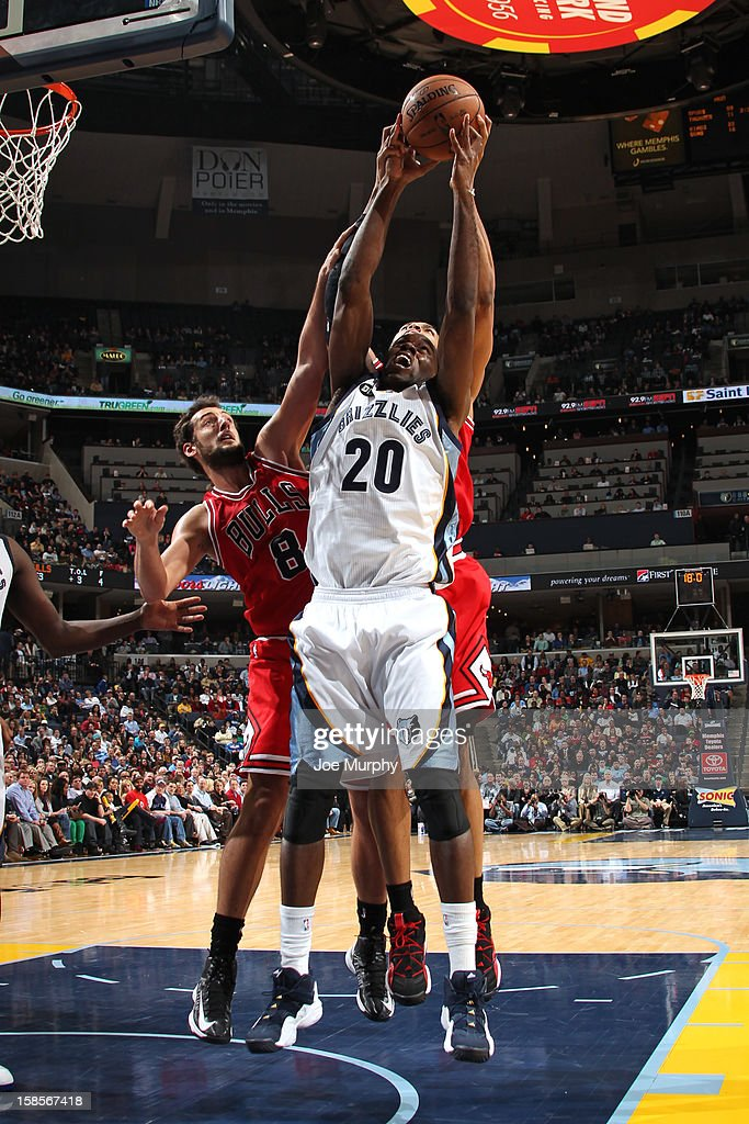 Quincy Pondexter #20 of the Memphis Grizzlies grabs a rebound against the Chicago Bulls on December 17, 2012 at FedExForum in Memphis, Tennessee.