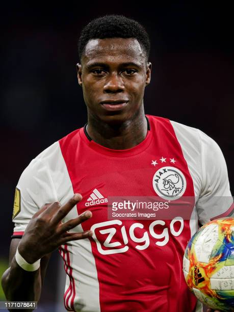Quincy Promes of Ajax, celebrate the victory after the game during the Dutch Eredivisie match between Ajax v Fortuna Sittard at the Johan Cruijff...