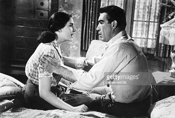Quinn Anthony * Schauspieler Bildhauer USA mit Ina Balin in einer Szene des Films Die schwarze Orchidee Regie Martin Ritt USA 1959