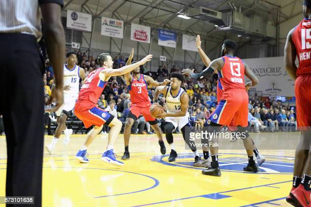 Quinn Cook of the Sant Cruz Warriors handles the ball during the game against the Agua Caliente Clippers on November 11 2017 at the Kaiser Permanente...