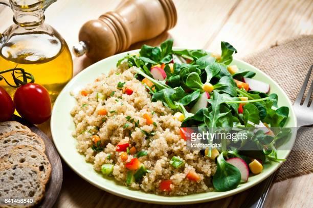 Quinoa-Salat-Teller