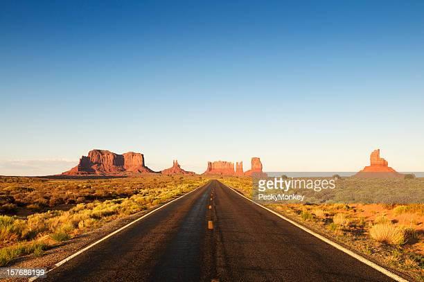 典型的なアメリカン Highway を南西