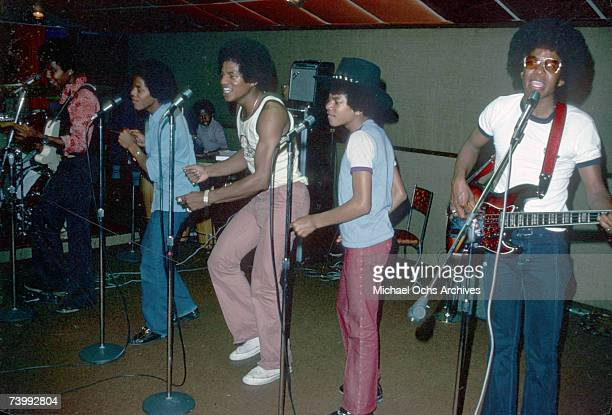 B quintet 'Jackson 5' rehearse in Novermber 1978 Tito Jackson Marlon Jackson Jackie Jackson Michael Jackson Jermaine Jackson