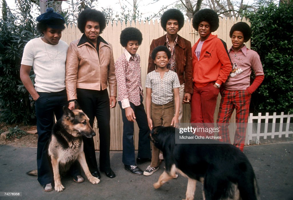 Jackson 5 At Home With Dad & Youngest Brother : News Photo