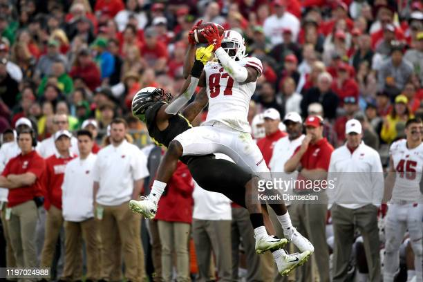 Quintez Cephus of the Wisconsin Badgers catches a pass against the Oregon Ducks during the third quarter in the Rose Bowl game presented by...