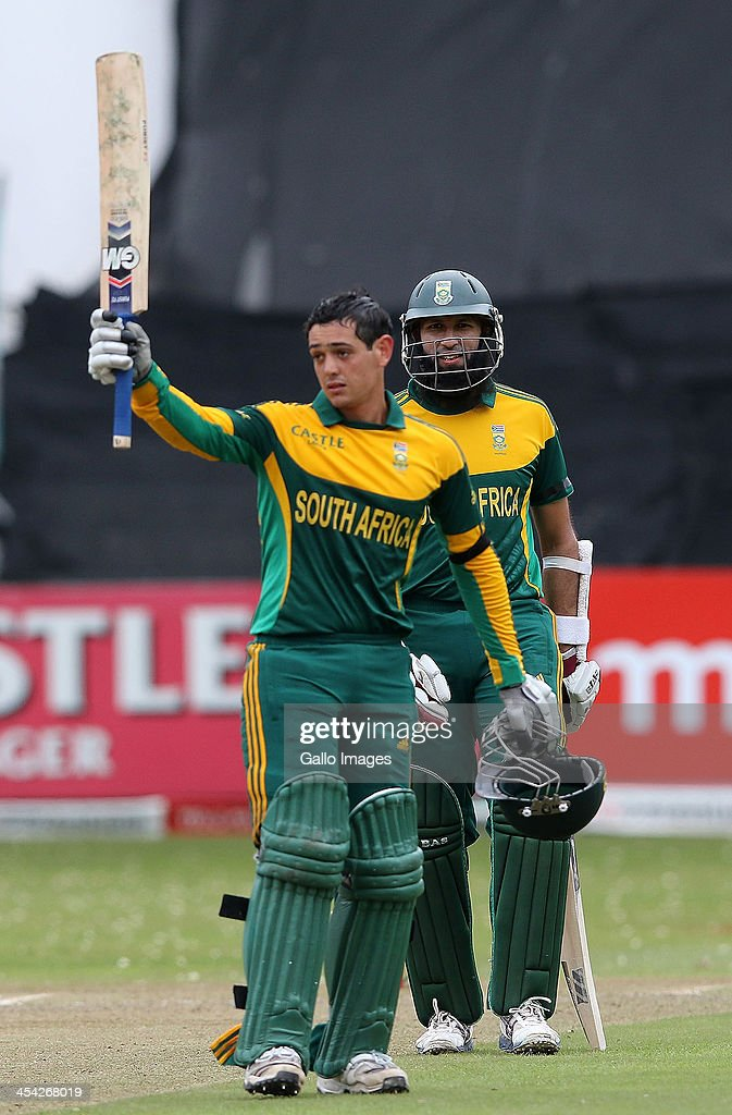 Quinton de Kock and Hashim Amla during the 2nd Momentum ODI match between South Africa and India at Sahara Stadium Kingsmead on December 08, 2013 in Durban, South Africa.
