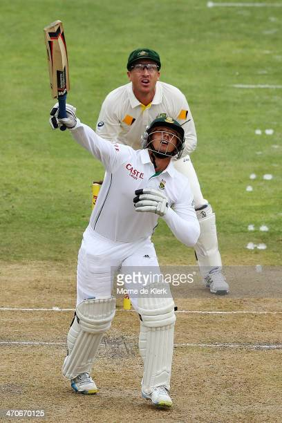 Quinton de Kock of South Africa plays a shot to get out to a delivery from Steven Smith of Australia during day one of the Second Test match between...