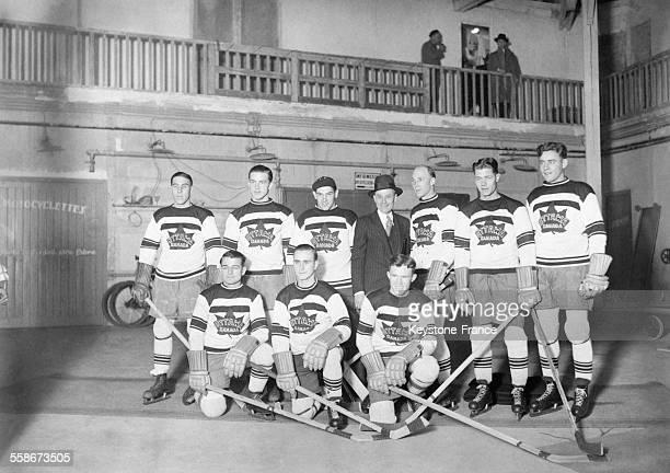 L'équipe canadienne d'Ottawa vainqueur du match de hockey sur glace contre la meilleure équipe européenne au Palais des Sports de Paris France le 9...