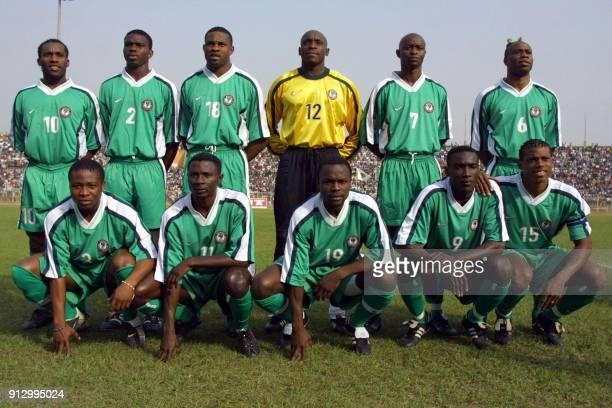 L'équipe de football des Super Eagles du Nigeria Augustine Okocha Joseph Yobo Ifesetiagwa Emeka Shorumu Ike George Finidi et Taribo West Ifeany Udeze...