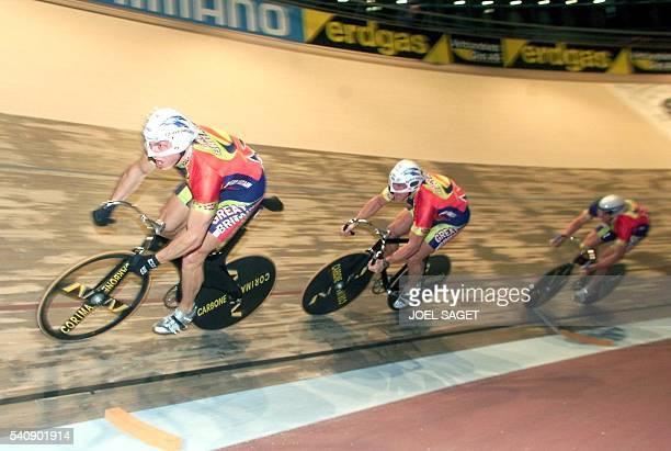 L'équipe de Grande Bretagne de vitesse olympique composée de Chris Hoy Craig Mc Lean et Jason Queally dispute les qualifications de la vitesse...