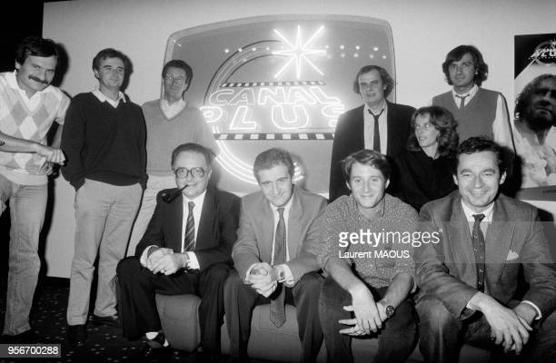 L'équipe de la chaîne de télévision cryptée Canal Plus avec debout au centre Alain de Greef et assis au 1er rang Philippe Ramond Pierre Lescure...