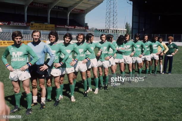 équipe de Saint-Etienne, les Verts, pose le 12 mai 1976, avant de disputer la finale contre le Bayern de Munich, lors de la Coupe d'Europe de...