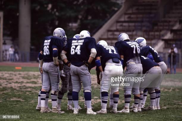 équipe des Anges bleus lors d'une rencontre de football américain le 25 juin 1988 à Paris, France.