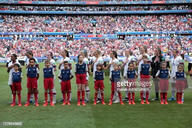 équipe des USA de football féminin avant le match USA-Pays-Bas, la joueuse américaine Megan Rapinoe boycotte l'hymne américain en guise de...