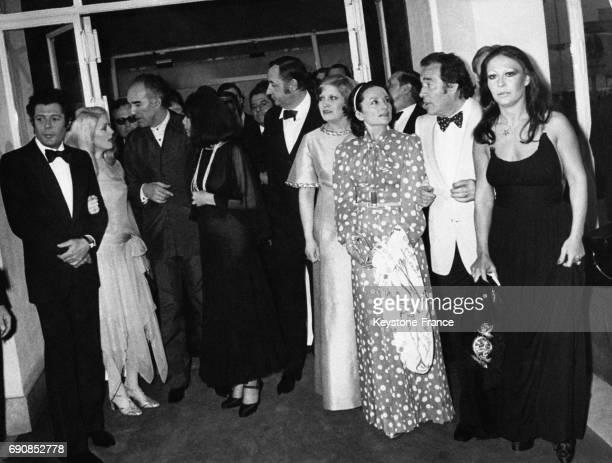 L'équipe du film 'La grande bouffe' avec de gauche à droite Marcello Mastroianni Catherine Deneuve Michel Piccoli Juliette Gréco Philippe Noiret...