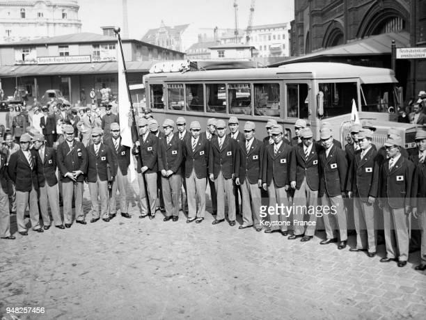 L'équipe olympique de natation japonaise arrive à la gare le 6 juin 1936 à Berlin Allemagne
