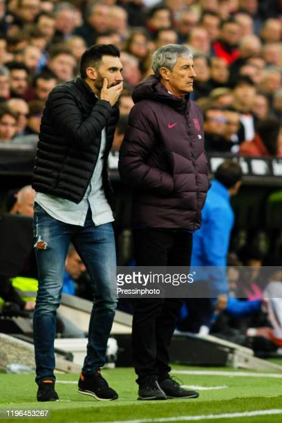 Quique Setien and Eder Sarabia of FC Barcelona during the Liga match between Valence and Barcelone at Estadio Mestalla on January 25 2020 in Valencia...