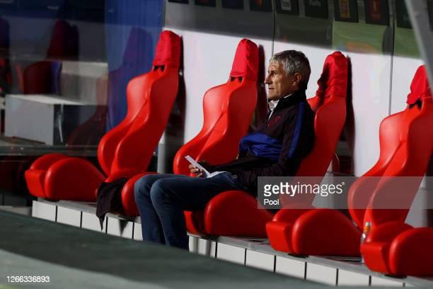 Quique Setien Head Coach of FC Barcelona looks on during the UEFA Champions League Quarter Final match between Barcelona and Bayern Munich at Estadio...