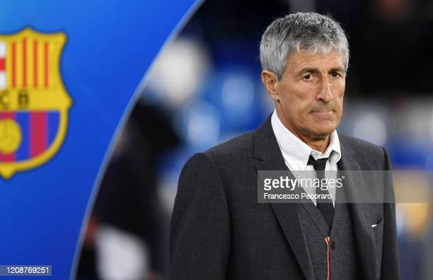 Quique Setién Fc Barcelona coach during the UEFA Champions League round of 16 first leg match between SSC Napoli and FC Barcelona at Stadio San Paolo...