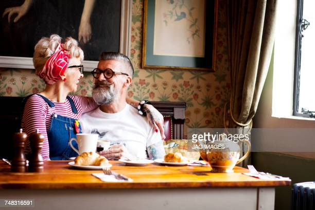 quirky couple relaxing in bar and restaurant, bournemouth, england - man eating woman out - fotografias e filmes do acervo