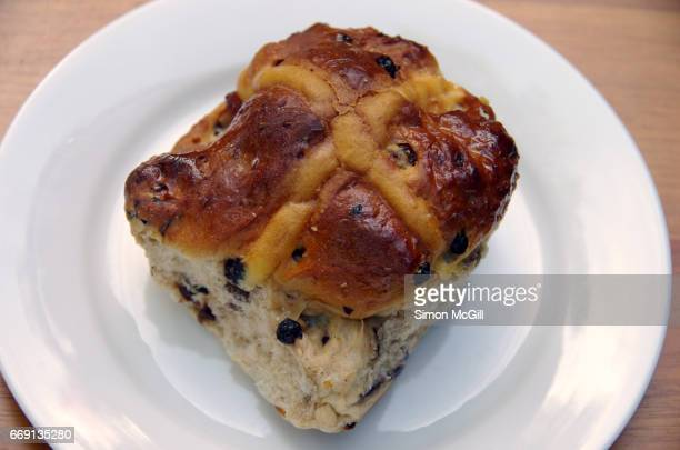 quirky moments - hot cross bun stock pictures, royalty-free photos & images