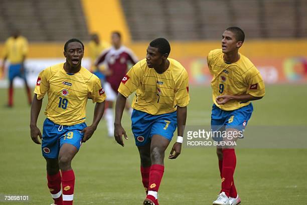 Cristian Nazarith festeja su gol con Sebastian Viafara y Santiago Trellez de la seleccion de Colombia en el partido contra Venezuela por la ronda...