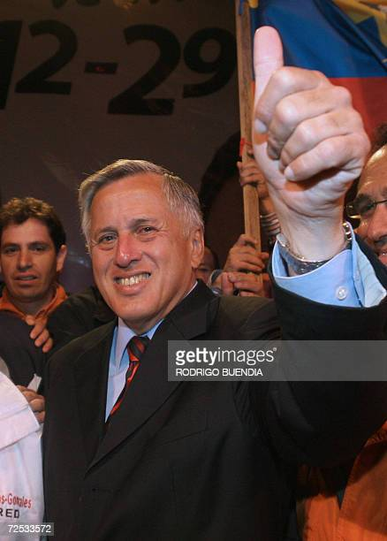 Ecuadorean presidential candidate moderate socialist Leon Roldos waves to supporters during his campaign closing rally 11 October 2006 in Quito...