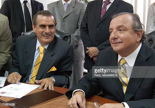 El candidato presidencial Alvaro Noboa y su companero de formula Vicente Taiano inscriben sus candidaturas en la secretaria del Tribunal Supremo...