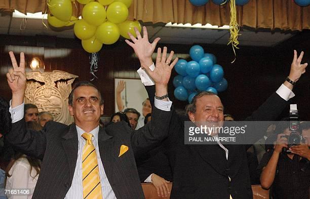 El candidato presidencial Alvaro Noboa y su companero de formula Vicente Taiano saludan tras inscribir sus candidaturas en la secretaria del Tribunal...
