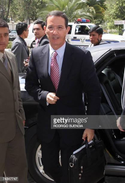 El ministro de Relaciones Exteriores colombiano Fernando Araujo llega a la cancilleria en Quito el 28 de mayo de 2007, para reunirse con su homologa...