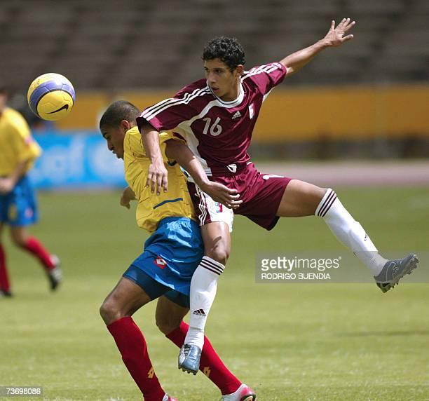 Santiago Trellez de la seleccion sub17 de Colombia disputa el balon con Jose Paez de Venezuela durante la ronda final del Campeonato Sudamericano...