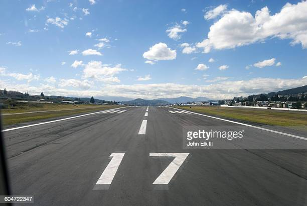 quito international airport, runway - キト ストックフォトと画像