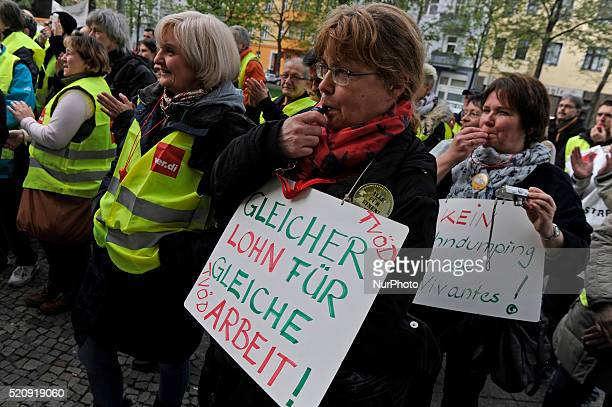quotGleicher Lohn für gleiche Arbeitquot quotEqual pay for equal workquot is during the warning strike earning at Vivantes Klinikum on 13 April 2016...
