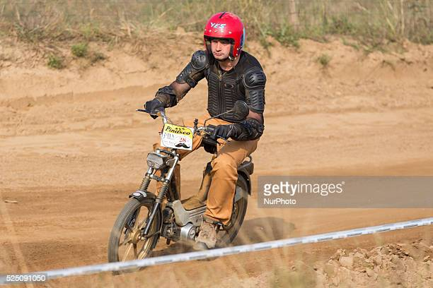 quotMonferragliaquot competitive race of old singlespeed motors in Orbassano had a great participation on the part of riders both young and old