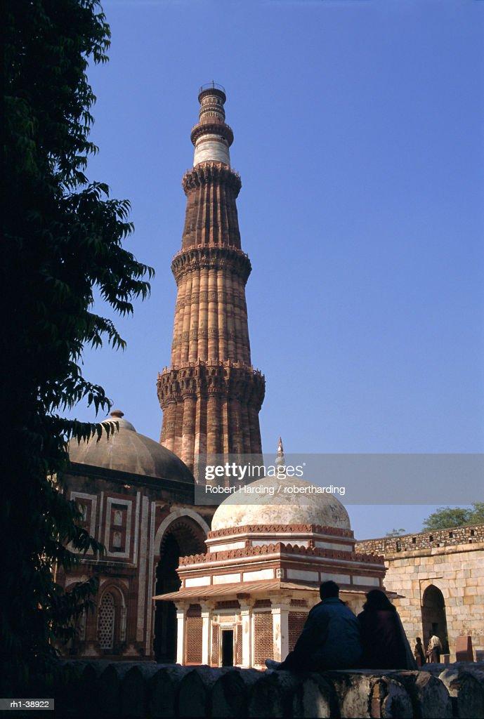 Qutb Minar, circa 1200 AD, Delhi, India, Asia : Foto de stock