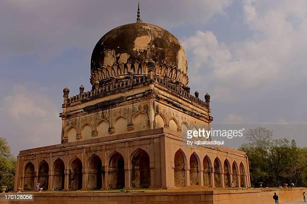qutub shahi tomb - テランガナ州 ストックフォトと画像