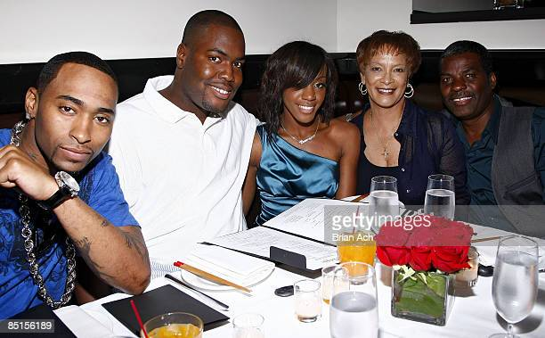 Qwanell Mosley of Day 26 PR Professional Bryan Pierce Dawn Richard of Danity Kane Debbie Richard and Frank Richard celebrate Dawn Richard's birthday...