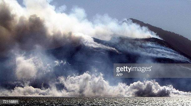 Rabaul's Simpson Harbour boils as lava flows from the caldera of Tavurvur volcano on New Britain Island in Papua New Guinea 08 October 2006 Tavurvur...