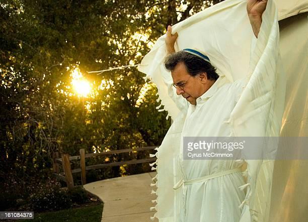 CD21YOMKIPPUR_1 Rabbi Brian Field led Judaism Your Way's Yom Kippur service at the Hudson Gardens in Littleton Colorado on Friday September 21 2007...