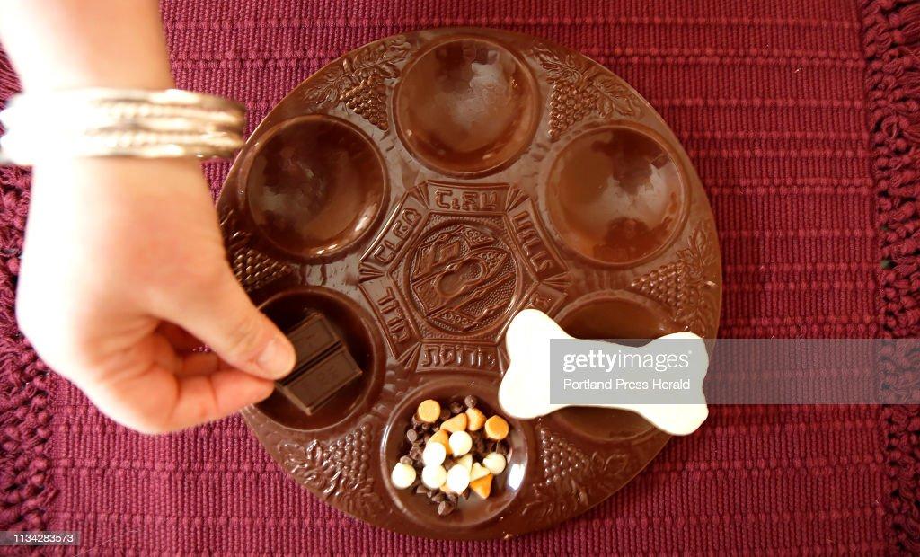 Chocolate Seder plate : News Photo