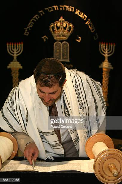rabbi reading torah in synagogue - torah stock pictures, royalty-free photos & images