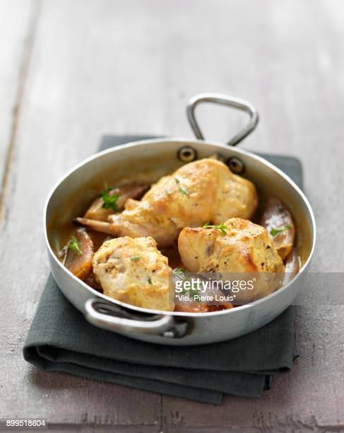 rabbit cooked with mustard - lapin photos et images de collection