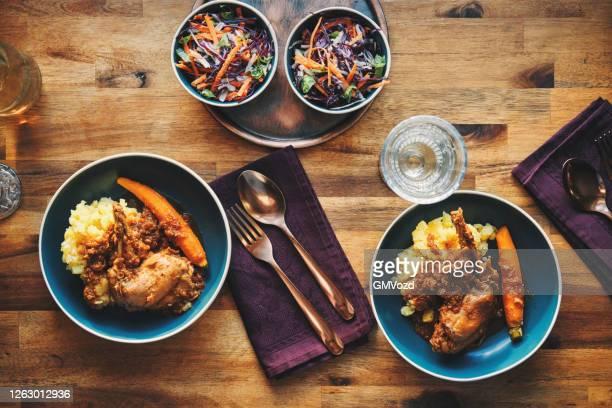 野菜とウサギのシチューとジャガイモ添え - ウサギ肉 ストックフォトと画像