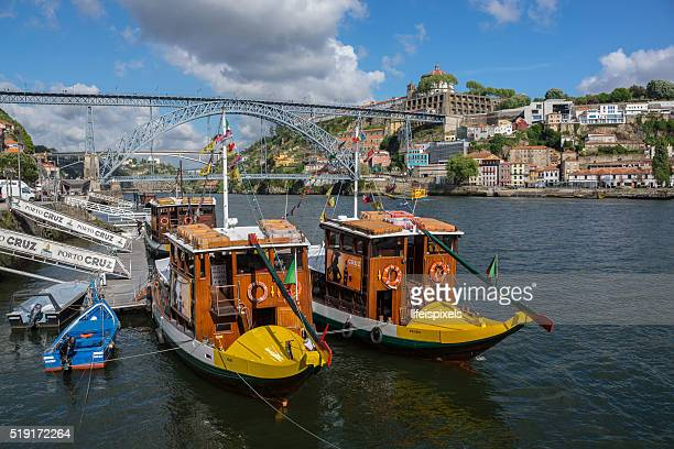 rabelo boats on the douro river, porto, portugal - lifeispixels fotografías e imágenes de stock