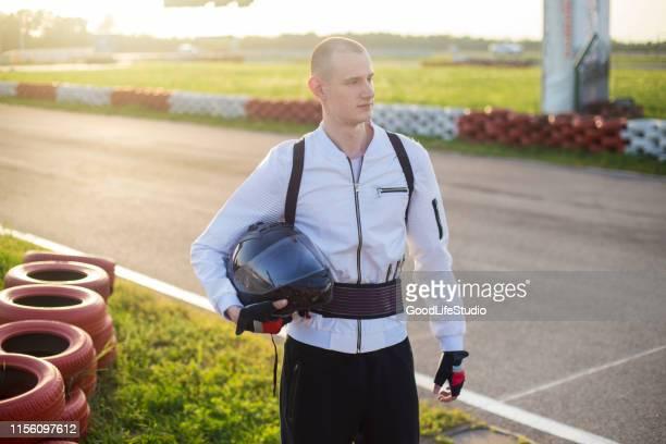 レースカードライバー - レーシングドライバー ストックフォトと画像